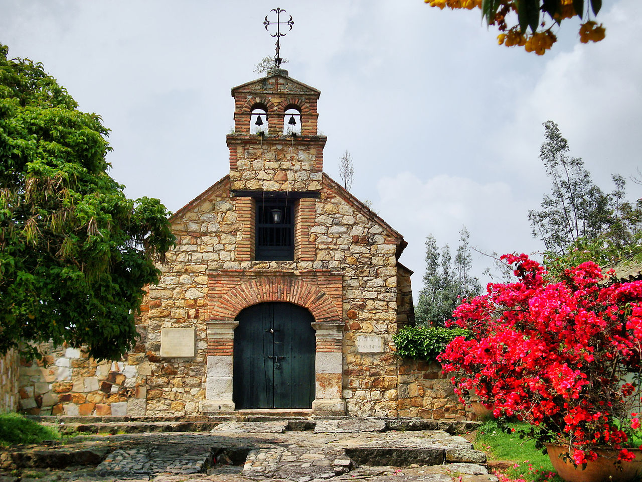 1280px-Capilla_Doctrinera_Tabio.jpg